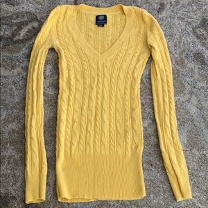AE V neck sweater 💛